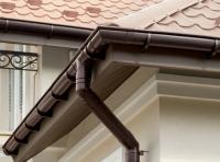 Отделка цоколя дома жестяными конструкциями
